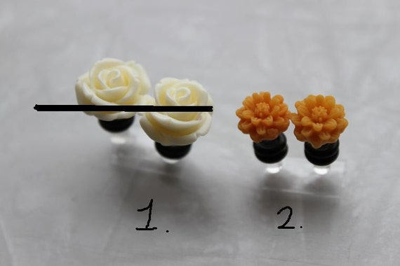 Rose & Daisy plugs - 6g (4mm) and 8g (3.2mm) -CARROT CAKE and Vanilla Frosting - ONE Pair Left
