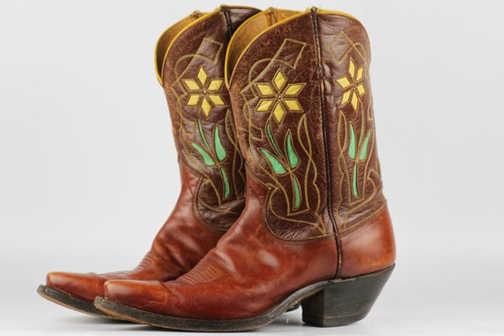 Beautiful vintage Justin circa 1950s flower cutout leather cowboy boots 9.5 B with cloth pulls...