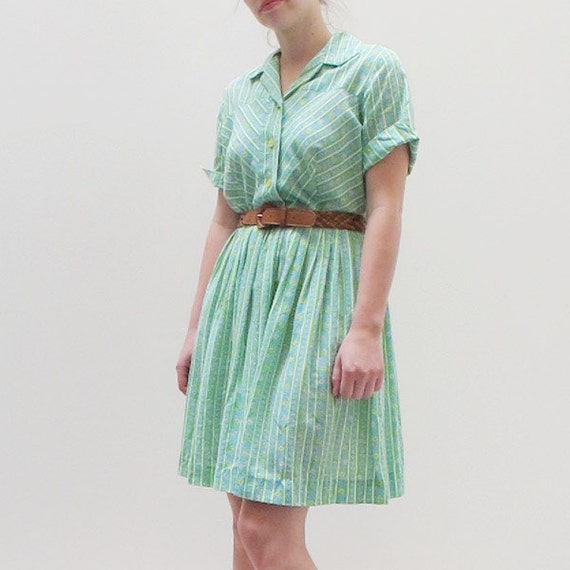 RESERVED Vintage Green Floral 70s Full Skirt Shirtdress Size S or M
