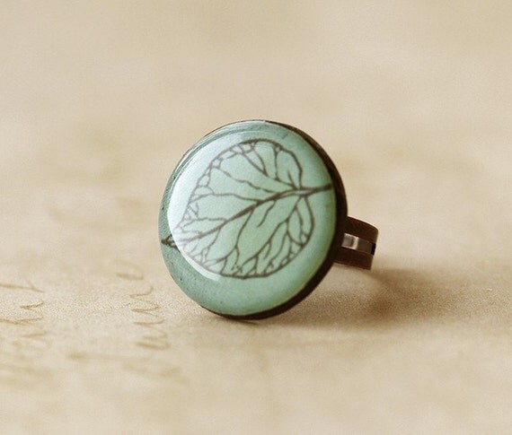 FREE WORLDWIDE SHIPPING - Frosted Leaf Clay Ring