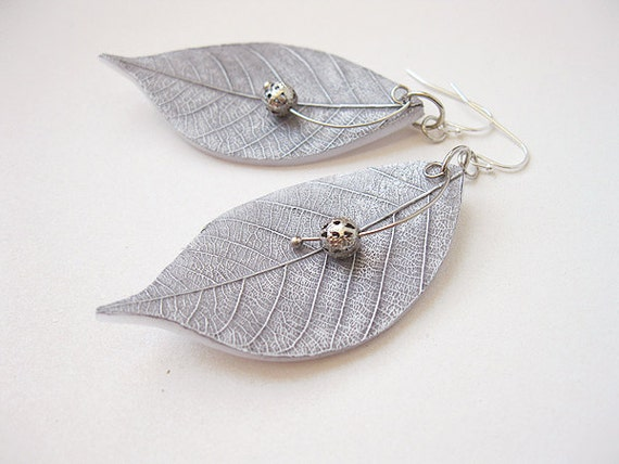 FREE WORLDWIDE SHIPPING - Silver Gray Leaves Clay Earrings