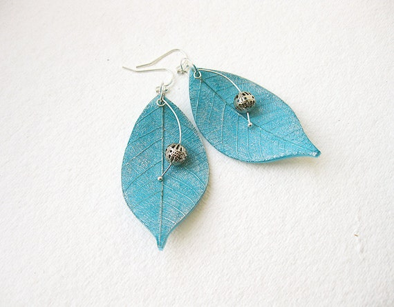 FREE WORLDWIDE SHIPPING - Turquoise Blue Silver Leaves Clay Earrings