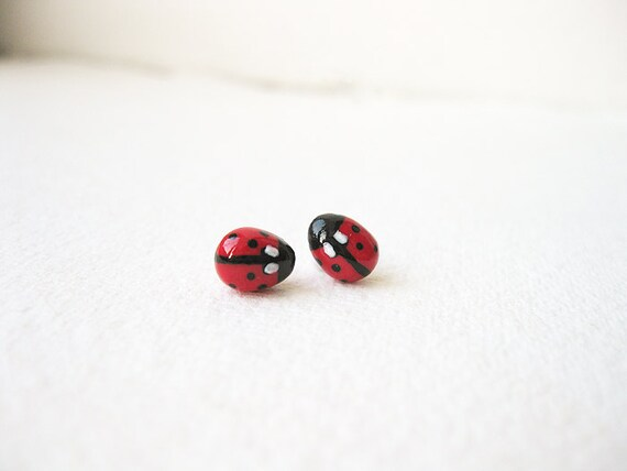 FREE WORLDWIDE SHIPPING - Petite Ladybug Ear Studs
