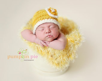 Photo Prop Yellow Blanket 2x2 Baby Photo Props. Thick 'Duckling' Newborn Mini Rug. HAND KNIT