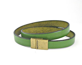 Green leather bracelet double wrapped with magnetic clasp