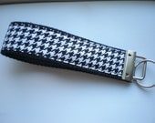 Black and White Houndstooth - Key Fob Wristlet