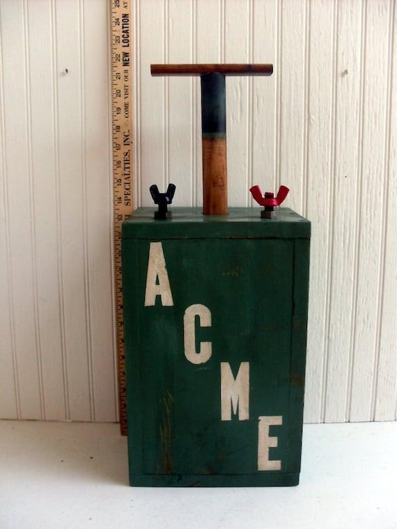 Replica Tnt Dynamite Detonator