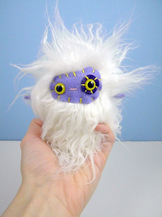 Quirmelle the plush monster miniature white and purple Little Uggle