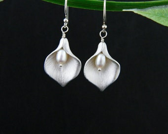 Bridesmaid Earrings, Calla lily Earring, Sterling Silver, Bridesmaid Jewelry, Drop Earrings, Bridesmaid Gift, Calla Lily Wedding, Mom