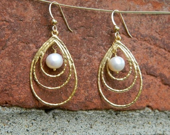 Teardrop Earrings, Dangle Pearl Earrings, Gold Drop Earrings, Sister Jewelry, Dangle Jewelry, Bridesmaid Earrings, Bridal Party Gifts