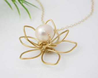 Bridesmaid Gift Ideas, Gold Flower Necklace, Pearl Necklace, Maid of Honor Gift, Bridesmaid Necklace, Statement Necklace, Unique Necklace