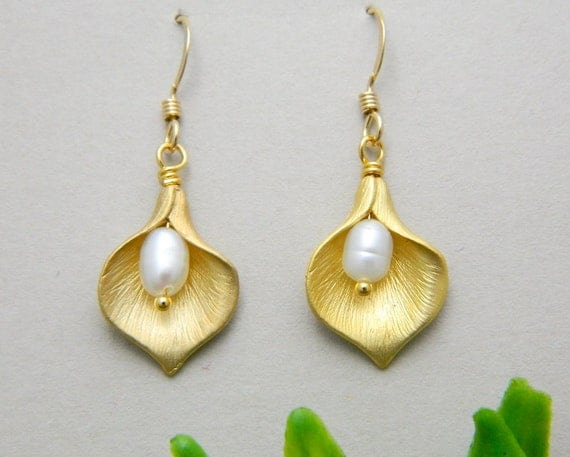 Gold Calla lily Earring, Bridesmaid Gifts, Calla lily Jewelry, Sister, Mother Jewelry, Dainty, Elegant, Wedding Jewelry, Bridesmaid Earrings