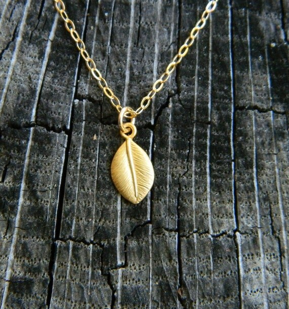 Tiny Leaf Charm Necklace, GOLD Minimalist Necklace, Simple Everyday Jewelry, Teen Necklace, Dainty Necklace, Gift for Friend, Coworker
