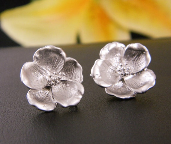 Silver Magnolia Stud Earrings, Mother's Earring, Magnolia Jewelry, Simple Bridesmaid Gift, Christmas Gift, Sister, coworker, Gift for Mom