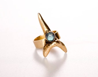 Bronze Shark Tooth ring with Labradorite