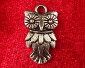 5 silver owl charms pendants steampunk wide eyed eyes eye hoot bird  feathers 20mm x 11mm - C0377-5