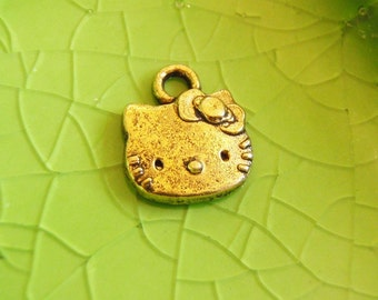 10 gold Hello Kitty charms pendants face cat kitteh kitten Free Combined Shipping 13mm x 11mm - C0285-10