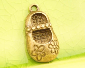 5 bronze shoe charms pendants shoes little girl mary janes flower strappy fantasy fairytale 21mm x 11mm  - C0367-5