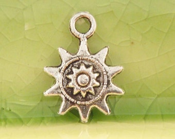 5 silver sun charms pendatns circle God Ra summer planet astronomy mystical 17mm x 12mm Free combined shipping - C0394-5