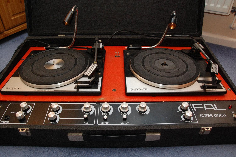 DJ TURNTABLE CONSOLE
