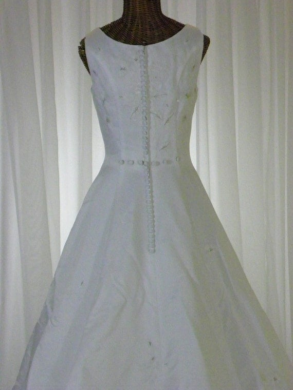 RESERVED for Adrienne Vintage Wedding Gown Sleeveless Scoop Neckline Covered Buttons NEW Unworn by Lady Eleanor on Etsy