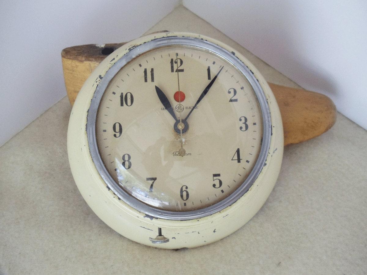 Retro Vintage Ge Kitchen Wall Clock Chippy Cream Chic