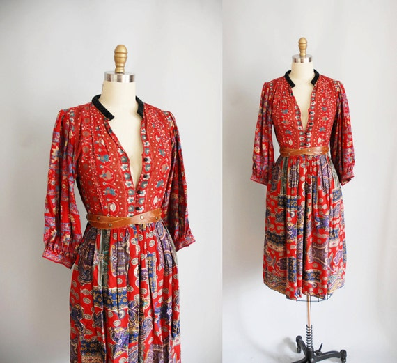 1970s Dress / 70s Floral Peasant Dress