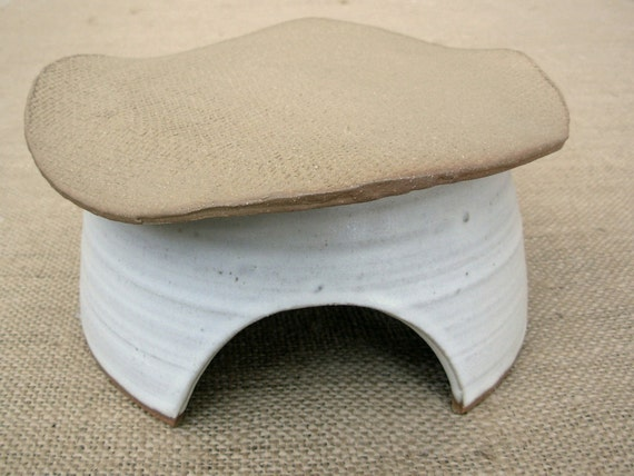 Deluxe Toad House- Rustic Cream