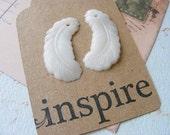 Vintage White Feather Drops