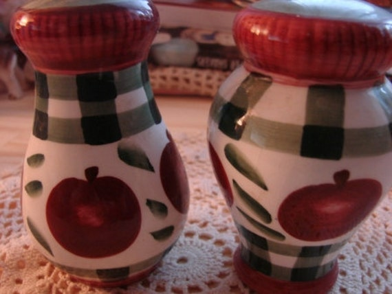 Vintage Apple Plaid Salt and Pepper Shakers