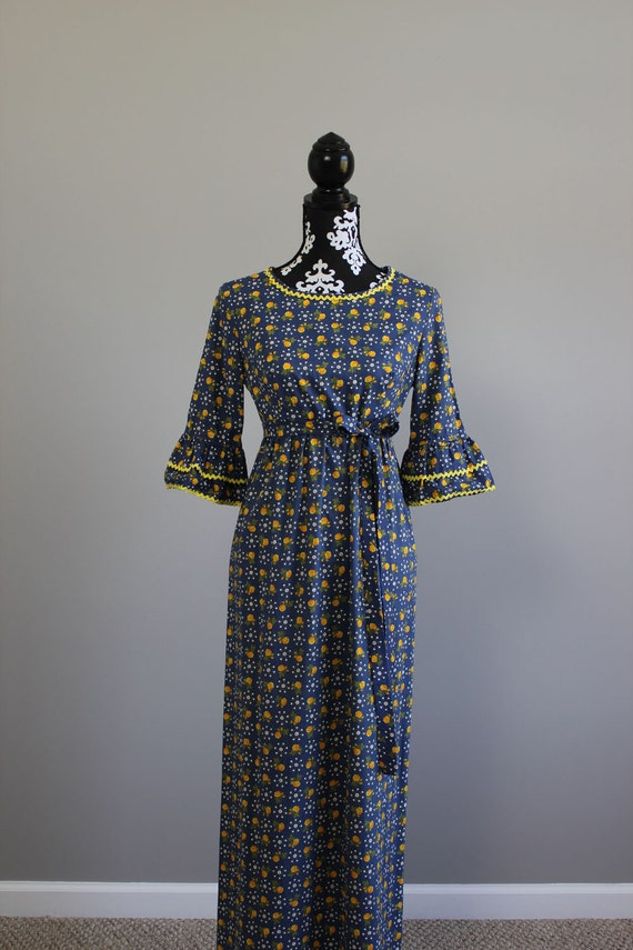 1960s blue maxi dress with yellow roses and white daisy print SIZE S/M