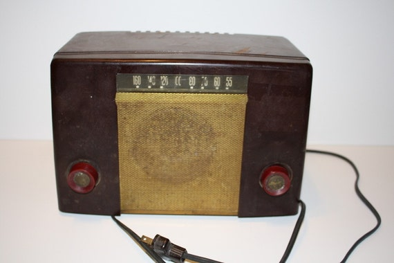 Vintage Coronado Radio Model 05RA2-43-8230A