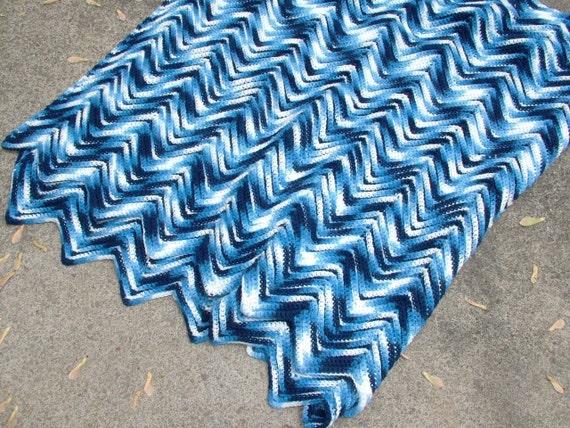 Cottage SHabby Beach CHIC Nautical Crochet 92x68 Shades of Blue and White Zig Zag Design