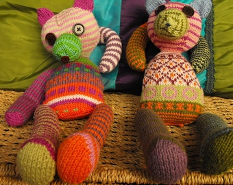 Hand knitted teddy bears Munna and Munni of many colours - made to order