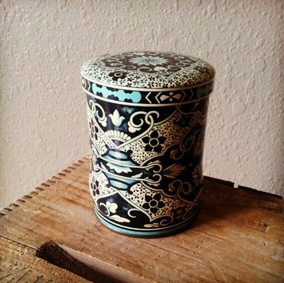 vintage tin container : Daher