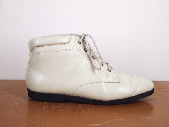 SALE Vintage 80s Ankle Boots : Danexx White Leather Lace Up Booties 5.5 6