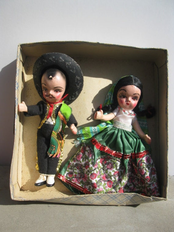 SALE Vintage Dolls, Vintage Mexican Dolls, Mexican Man and Woman, Wedding Dolls, Mid Century Kitsch, Mexican Wedding Dolls, Vintage Mexico