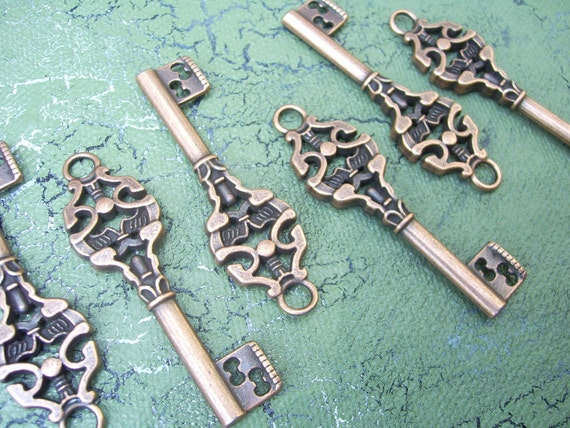 6 antiqued copper skeleton keys steampunk vintage style charms pendants