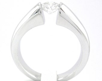 Round cut diamond engagement ring tension set 0.75ctw