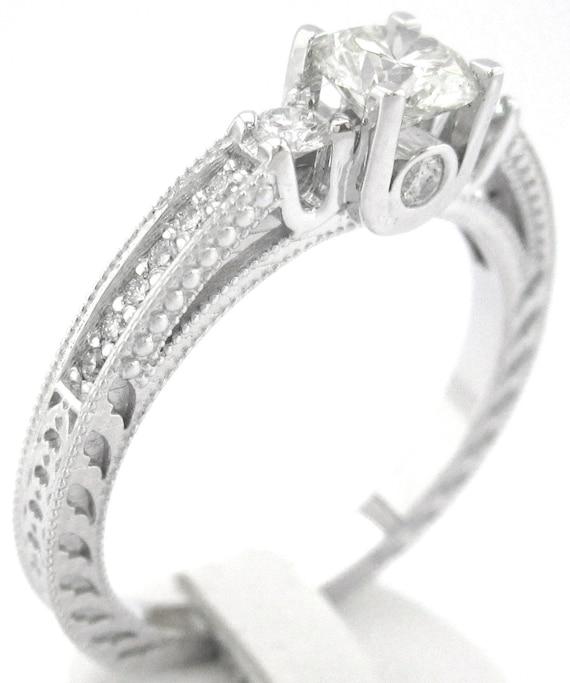 Round cut diamond engagement ring 0.76ctw 18k