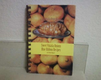 Sweet Vidalia Onions Blue Ribbon Recipes by Evelyn Rogers autographed 1986