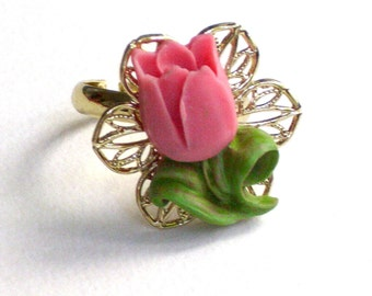 Gold plated resin pink  tulip ring, resin ring, tulip ring, tulip cabochon, vintags style, christmas gifts
