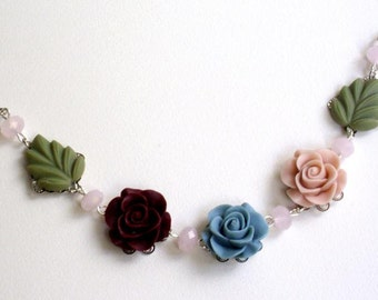 Vintage style resin rose necklace ( turquoise, green, somon , dark red, leaves , rose), christmas, wedding, bridesmaid, colorfull