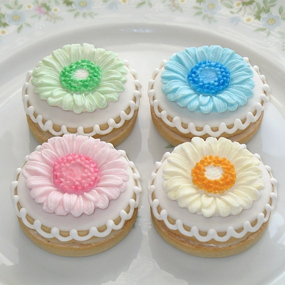 Fondant Cupcake Toppers Gerbera Daisies - 1 Dozen
