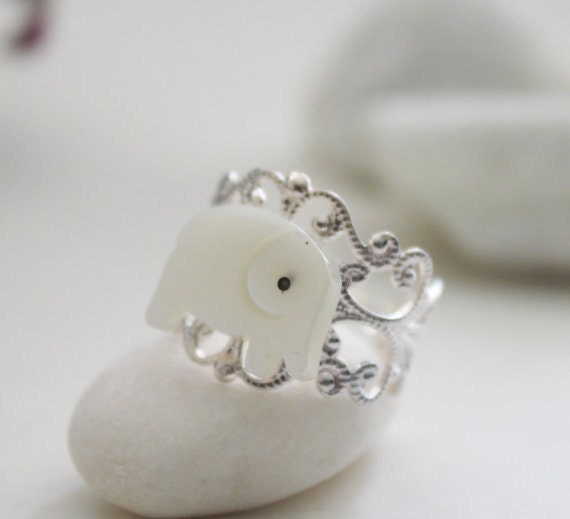 Good Luck Elephant Ring. Mother of Pearl (RG-03)