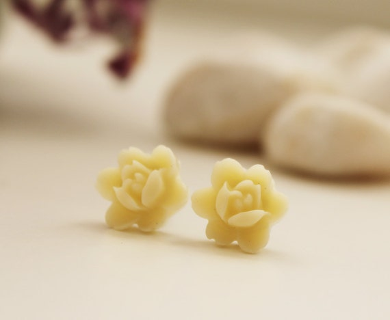 Petite Lotus Post Earrings. Creamy White (VER-08)