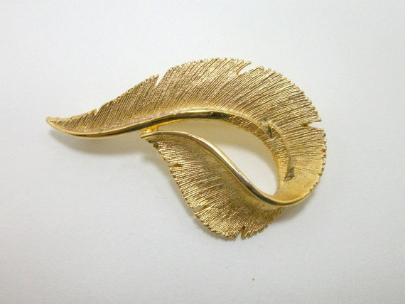 Vintage Sarah Coventry Brooch - Golden Feather