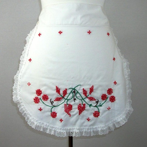 1970s Vintage Apron Embroidered White Cotton Apron with Lace