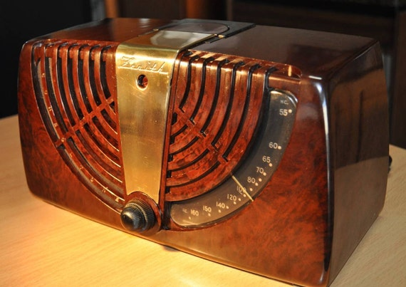 "ZENITH Model 6D-015Z Art Deco Radio (1946) ""Consoltone"""