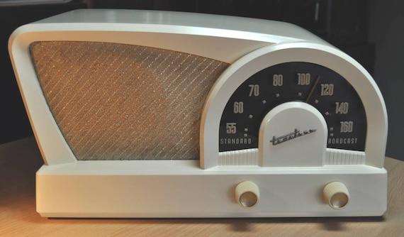 "TRUETONE Model D2018 Radio. ""Boomerang"" (1950)"
